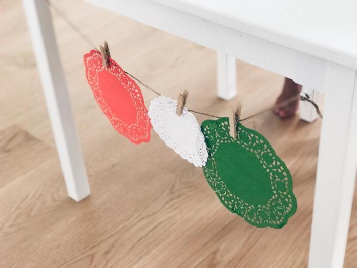 How To_Ikea Hack_Kindertisch_Leine zum Aufhängen der Basteleien