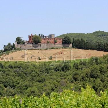 Castello di Brolio, a vár környezetében megoldott a tájbaillesztés