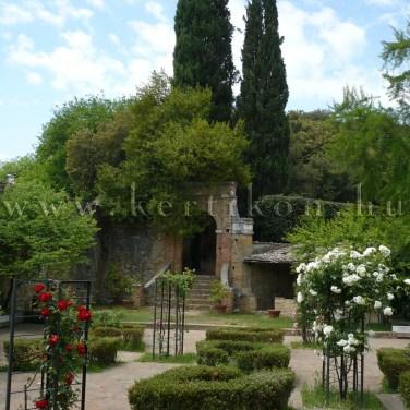 San Quiríco d'Orcia, Horti Leonini, Giardino Delle Rose; rózsakert