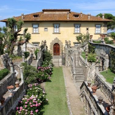 Settignano, Villa Gamberaia: a teraszolt díszkert kertépítészete szép kerti támfalak és kerti lépcsők rendszerére épült