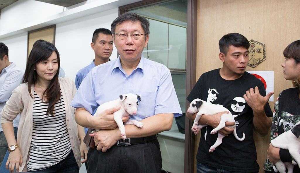 The popular Ko Wen-je with puppies, by KP, CC BY-SA 2.0
