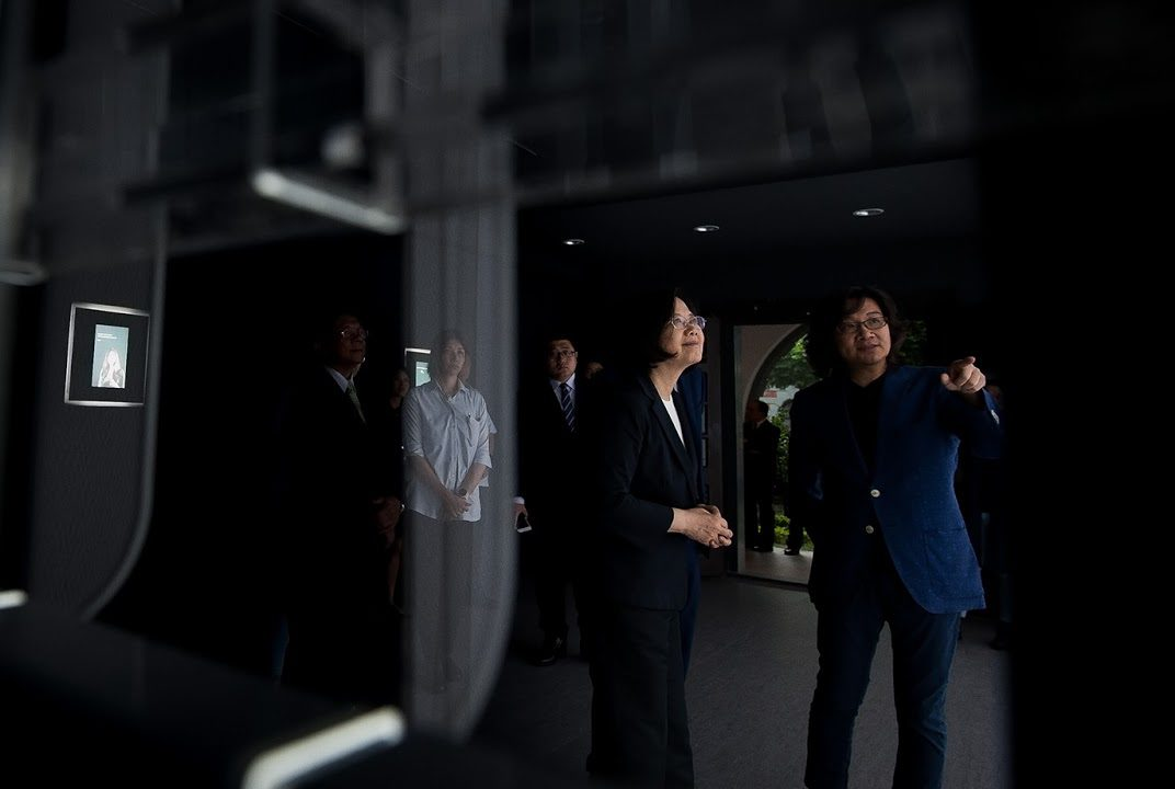 Curator Frankie Fan shows President Tsai Yîng-Wen one of the displays. Photo courtesy of Office of the President, Republic of China (Taiwan)