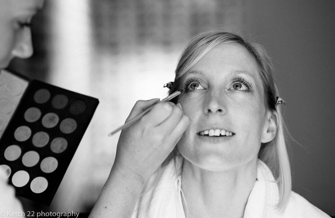 Reportage wedding photo of bride getting ready