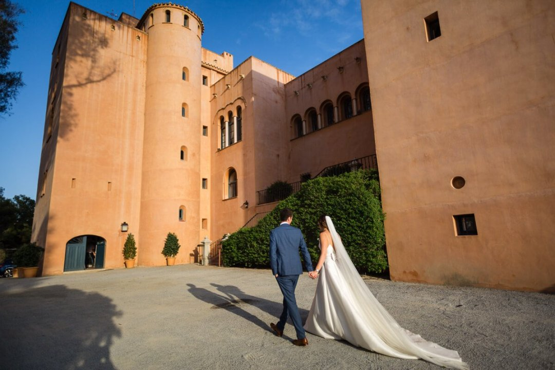 Documentary wedding photography Andalusia spain / Bride and groom outside venue