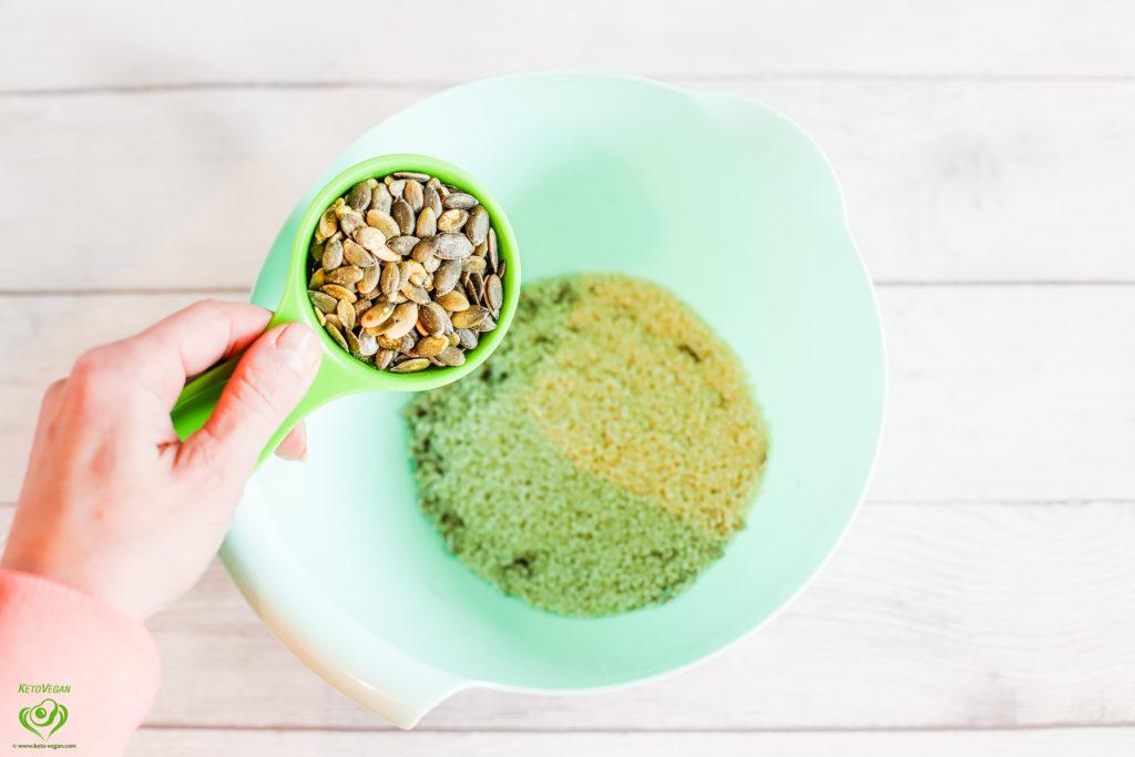 Adding pumpkin seeds | keto-vegan.com