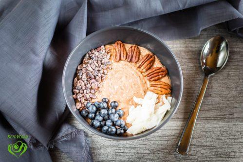 Chocolate Peanut ButterSmoothie Bowl | keto-vegan.com