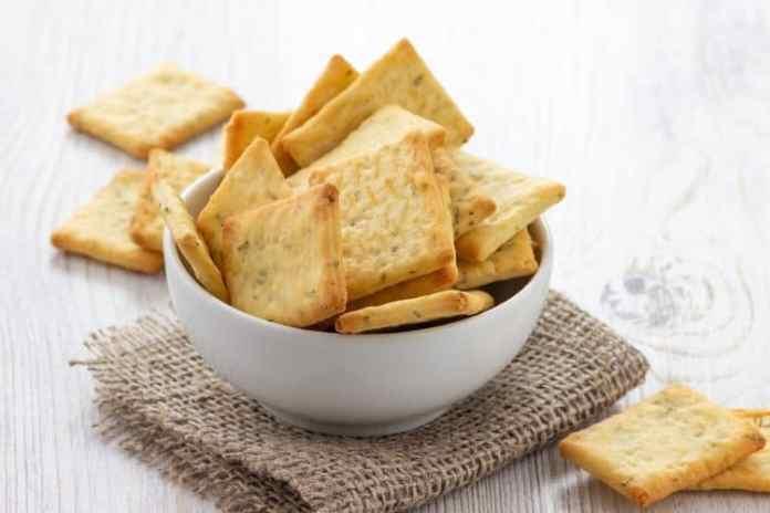 Keto Pesto Crackers