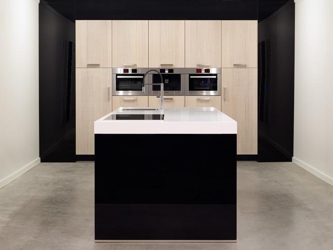Moderne keukens beleef je bij Keukenhuiz in De Westereen