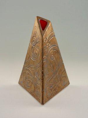 Weenus Vase V3 by Kevin Eaton