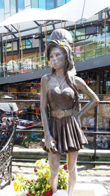 Estátua de Amy Winehouse