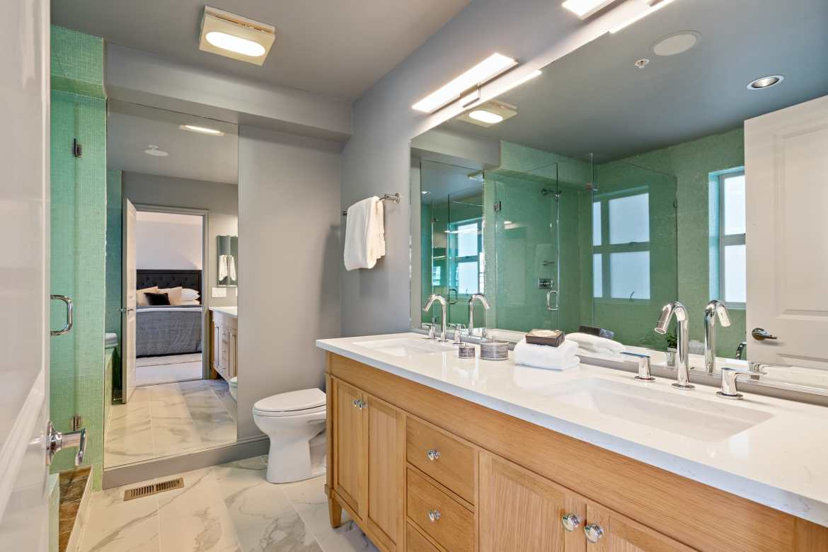 The Main Bathroom Suite