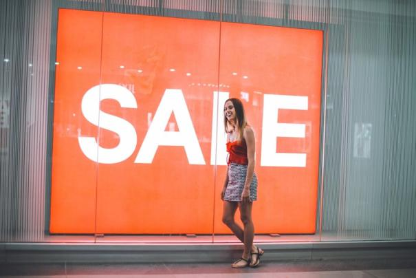 Sale shop window - 7 compelling reasons not to discount