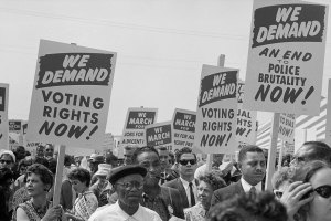 trikosko-marchers-with-signs-at-the-march-on-washington-1963