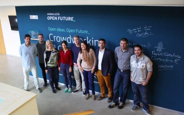 Daniel Sánchez, CEO y fundador de Eurasmus.com (tercero por la derecha) y el resto del equipo de la startup