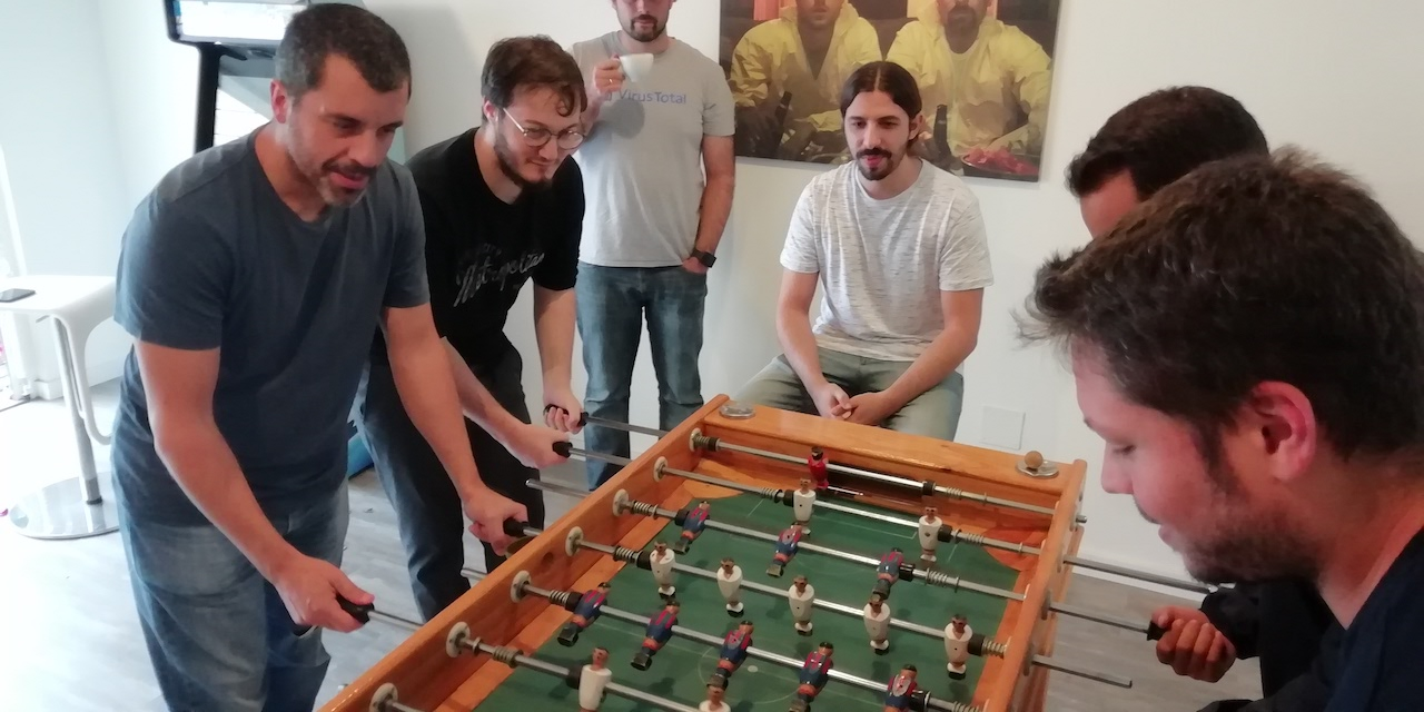 Equipo de virustotal jugando al fubtolin
