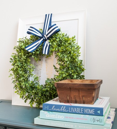 Spring Home Tour! Gorgeous tour of the living room, dining room, and kitchen. Fresh decorations and pretty florals! Love all the fresh and clean decorations to make this home ready for spring!
