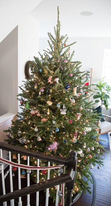 A beautiful traditional fresh Christmas tree. Take a tour of this classic Christmas tree and see a close up of some of the unique ornaments.
