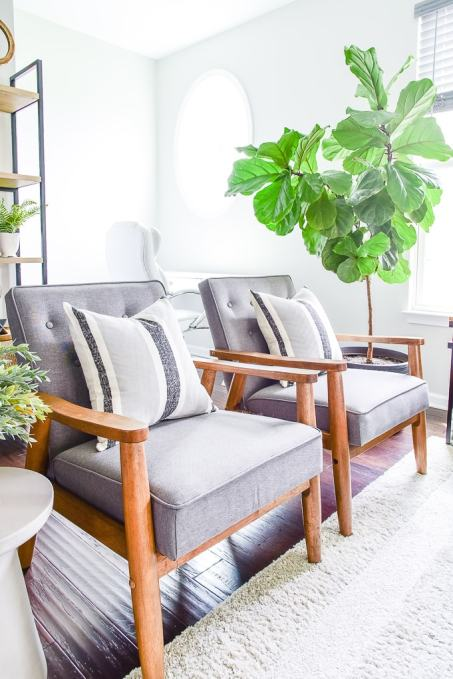 living room chairs modern with throw pillows