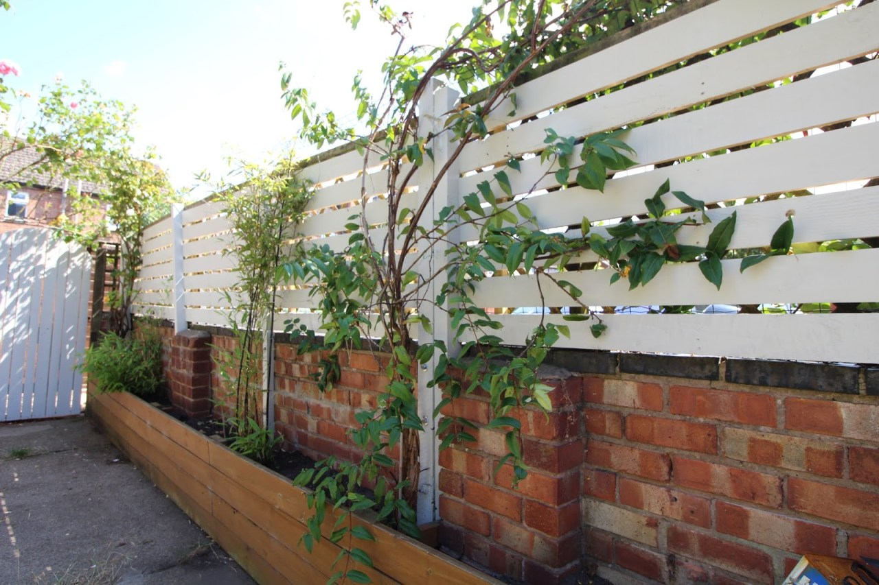Diy How To Create A Slat Fence With Pallet Wood Kezzabeth
