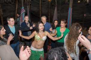 רקדנית בטן בכפר הנוקדים