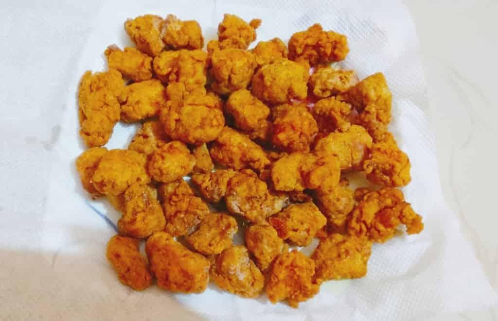 Healthy and crunchy popcorn chicken