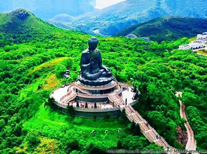 Tian Tan Buddha, Lantau Island, Hong-Kong..jpg