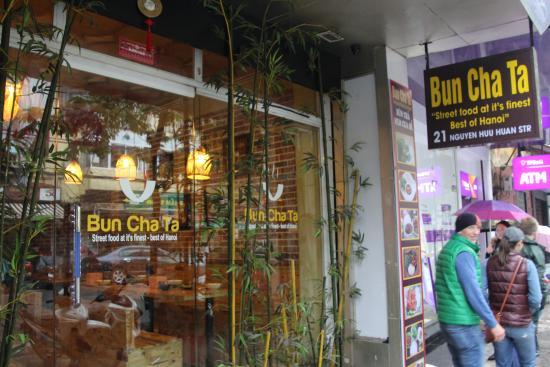 bun-cha-ta-hanoi-street