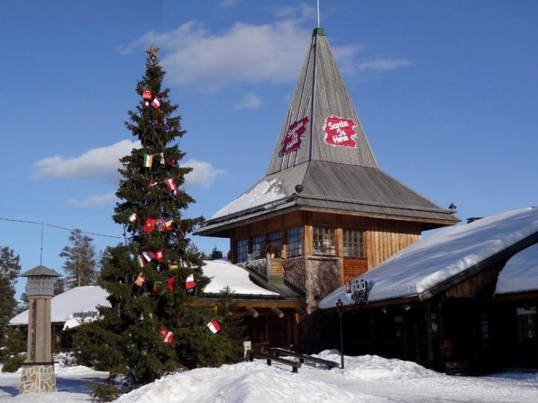 santa-claus-office-village-rovaniemi-lapland-finland1-825x618