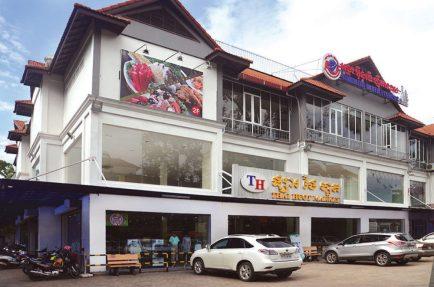 THAI-HUOT-MARKET-325739252