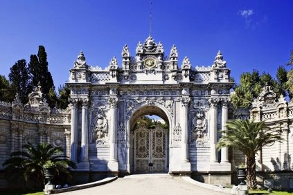 guided-istanbul-tours-dolmabahce-palace-main-gate