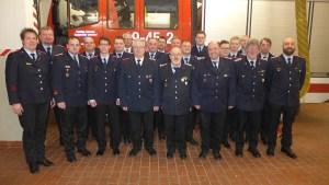 Für 60 Jahre Feuerwehr geehrt: Hans-Heinrich Heller (vordere Reihe, 4. von links)
