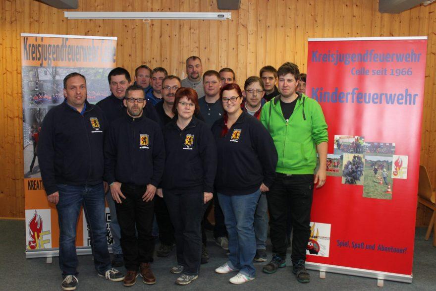 Foto (von KJF Celle): Die Teilnehmer des Wochenendseminars der Kreisjugendfeuerwehr Celle.