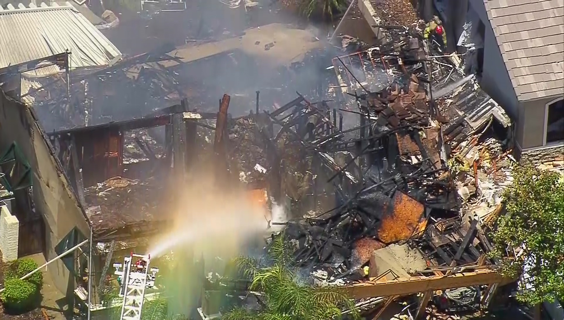 Gas line explosion kills utility worker, injures 15 in Riverside