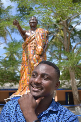 Emmanuel Agbeli, in front of the statue he made of his father Godwin Agbeli, 2013