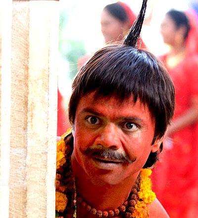 Image result for राजपाल यादव को अभी तक अपने करियर में बहुत सारे अवार्ड भी मिल चुके हैं।