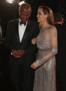 Angelina-Jolie-spoke-Sidney-Poitier-backstage-Oscars-217x300