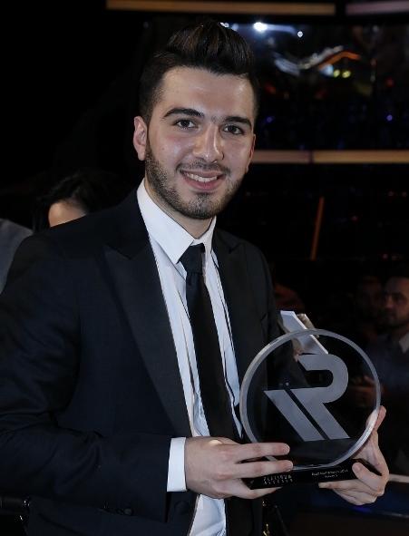 8-MBC1-MBC-MASR-Arab-Idol-S3-Finale-winner-Hazem-Sherif-Platinum-Records-Trophy-585x800