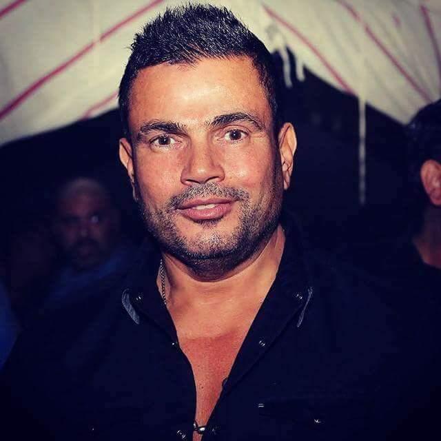 عمرو دياب بالذقن الخفيفة