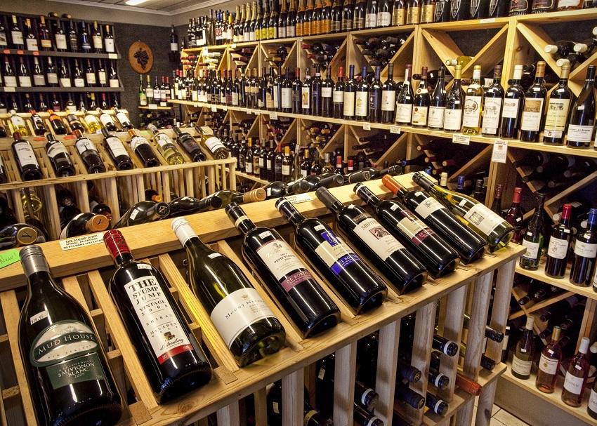 मदिरा बिक्रीमा भारी गिरावट, उद्योग जति मारमा