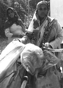 mahila lucknow - phoolwali