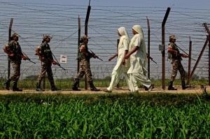 वागाह बार्डर में गश्त करती सीमा सुरक्षा बल की पहली महिला टुकड़ी