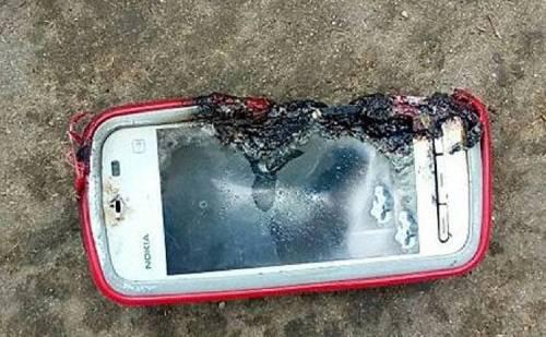 मोबाइल फोन फटने से लड़की की मौत