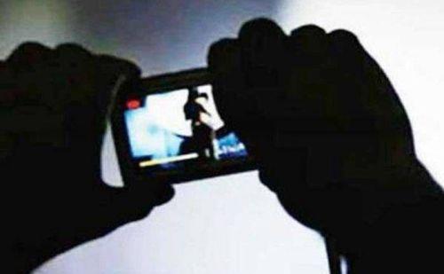 सोशल मीडिया पर वायरल हुई पार्षद के पति की अश्लील तस्वीरें