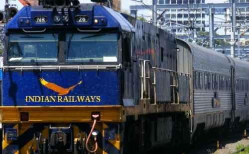 रेल मिनिस्ट्री ने शुरू की चलती ट्रेन में अब कैशलेस शॉपिंग की सुविधा
