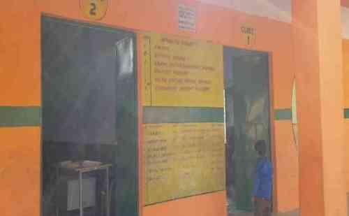 भगवा रंग में स्कूल को रंगने पर राजनीति गरमाई, सपा ने साधा भाजपा पर निशाना