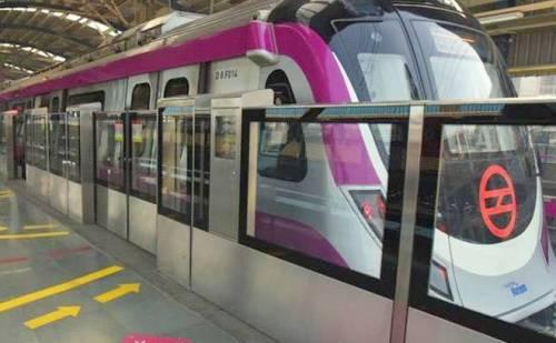पहली बारीश में ही फूली दिल्ली मेट्रो की मजेंटा लाइन