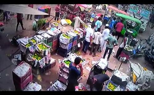 दबंगों ने दुकान में घुसकर युवक को पिटा, CCTV में कैद वारदात