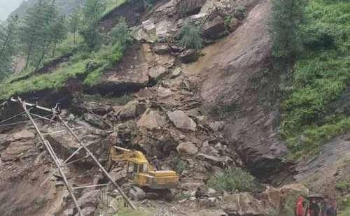 चमोली जिले में हुआ लैंड स्लाइड, चीन सीमा से टूटा संपर्क