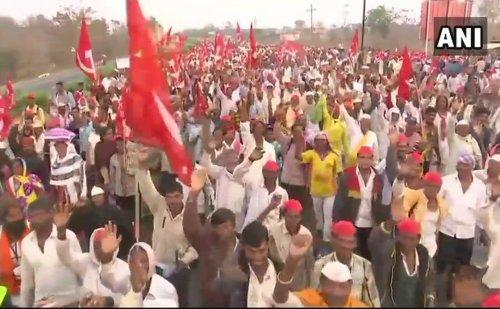 मोदी सरकार के खिलाफ किसान-मजदूर उतरे सड़कों पर