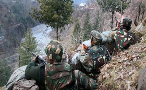 तंगधार सेक्टर में सेना और आतंकियों की मुठभेड़ जारी